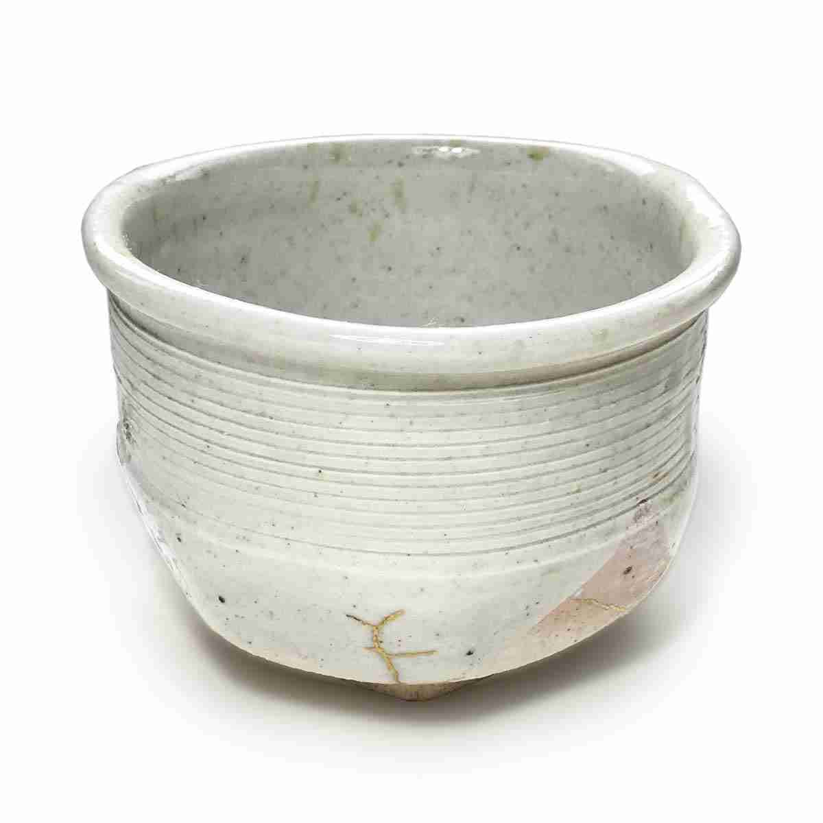 Materials: made with local clay sourced in Kyushu, southern Japan 